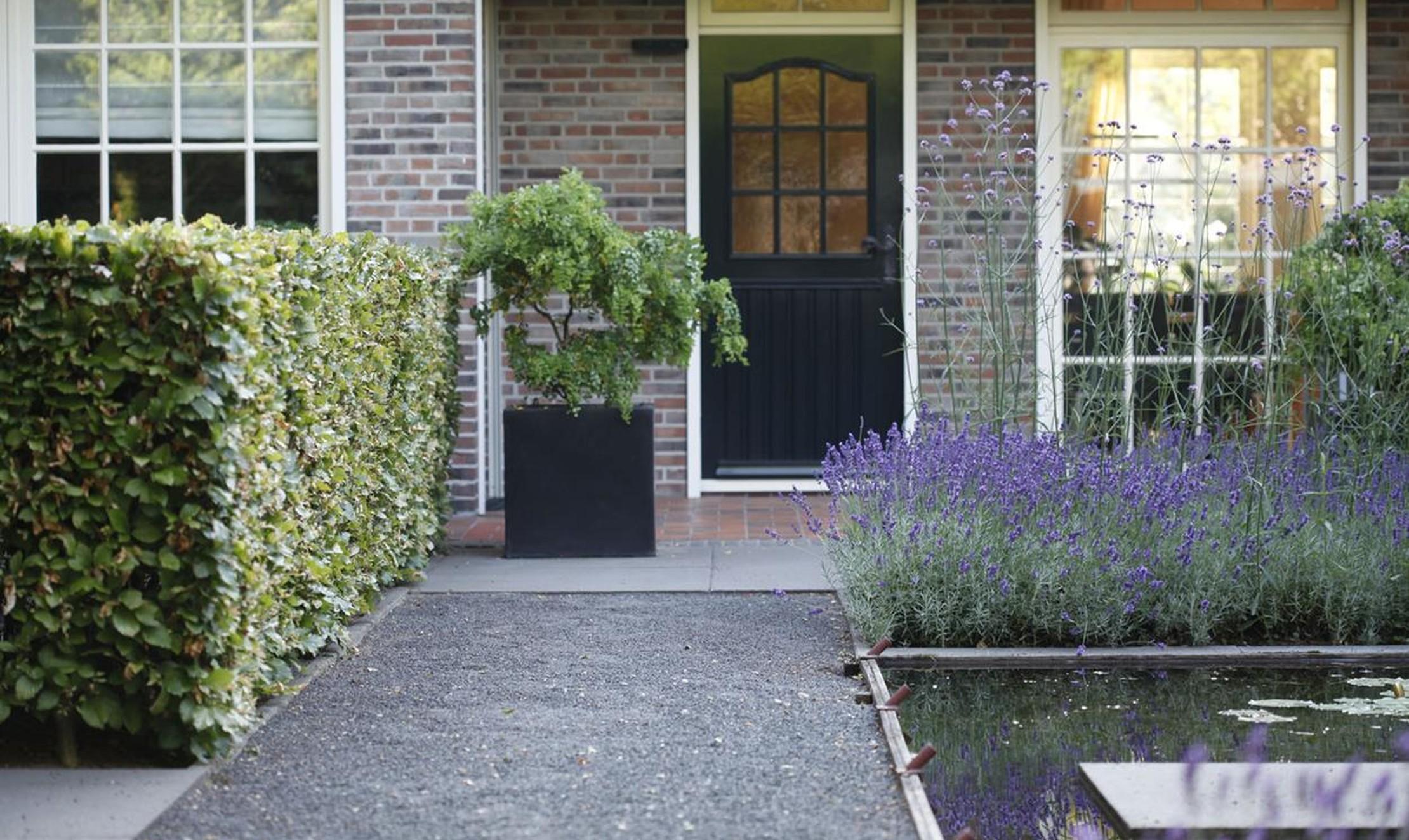 Maak je tuin klaar voor de zomer 4 tips - Maak een grind steegje ...